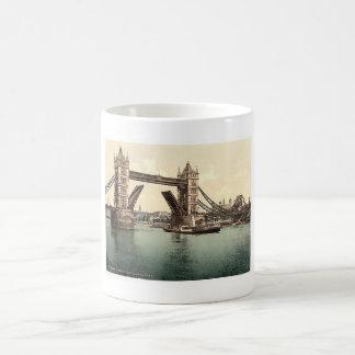 De Brug 1890's van LondonTower Koffiemok