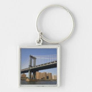 De brug die van Manhattan Rivier 2 overspannen van Zilverkleurige Vierkante Sleutelhanger