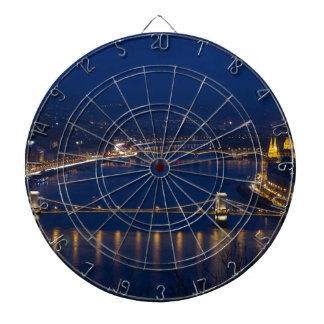 De brug Hongarije Boedapest van de ketting bij Dartbord