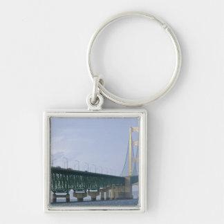 De brug Mackinac die Detroit van 2 overspannen Zilverkleurige Vierkante Sleutelhanger