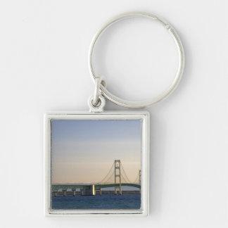 De brug Mackinac die Detroit van 3 overspannen Zilverkleurige Vierkante Sleutelhanger