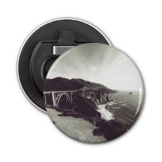 De Brug van Bixby, Grote Sur, Californië de V.S. Button Flesopener