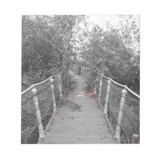 De brug van de verschrikking. Afbeelding van oude Kladblok