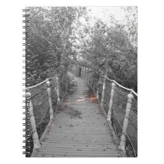 De brug van de verschrikking. Afbeelding van oude Notitieboek