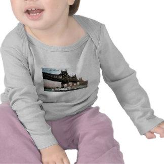De Brug van Queensboro aan de Stad van New York T Shirt