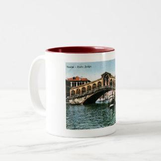 De Brug van Rialto, Venetië, Italië, Wijnoogst Tweekleurige Koffiemok