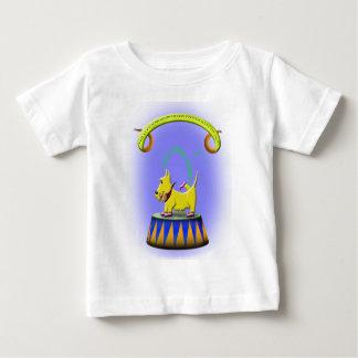 de buitengewone menselijke betaalde scottie hond baby t shirts