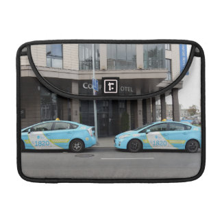 De Cabines van de taxi in Vilnius Litouwen Sleeves Voor MacBook Pro