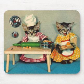 de chef-kok van het gestreepte katkatje en de muismat
