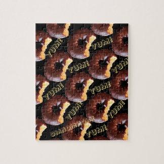 De chocolade berijpte de Gele Doughnut van de Cake Foto Puzzels