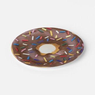 de chocolade en bestrooit doughnutdocument borden papieren bordje