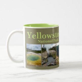 De Collage van Yellowstone N.P. Tweekleurige Koffiemok