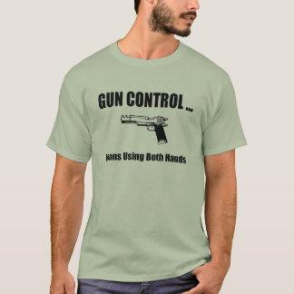 De Controle van het pistool betekent gebruikend T Shirt