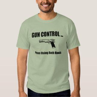 De Controle van het pistool betekent gebruikend Tshirts