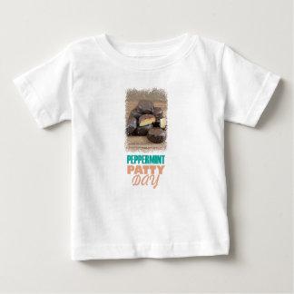 De Dag van het Pasteitje van de pepermunt - de Dag Baby T Shirts