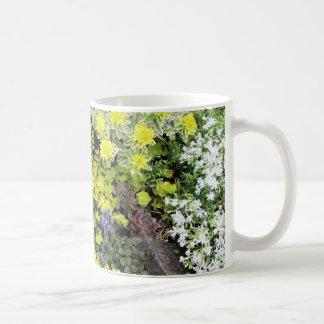 De Dekking van de Grond van de lente Koffiemok