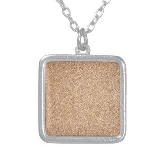 de details van de steenmuur zilver vergulden ketting