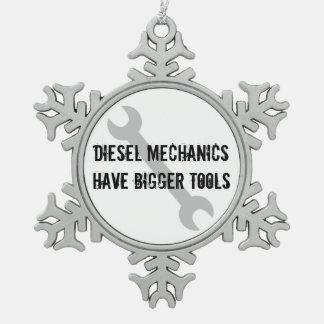 De diesel Werktuigkundigen hebben Grotere Tin Sneeuwvlok Ornament