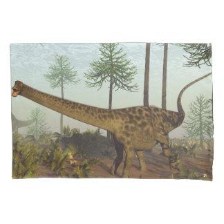 De dinosaurussen van Diplodocus onder araucaria Kussensloop