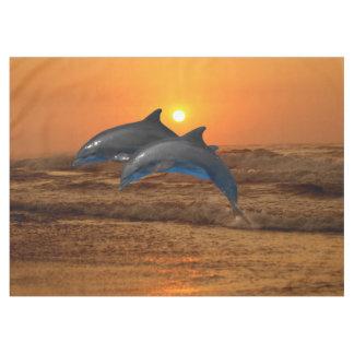 De Dolfijn van Bottlenose bij Zonsondergang Tafelkleed