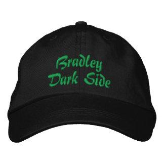 De Donkere Kant van Bradley Geborduurde Pet