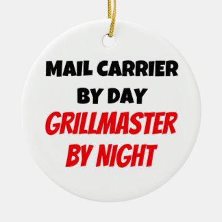 De Drager van de post tegen Dag 's nachts Rond Keramisch Ornament