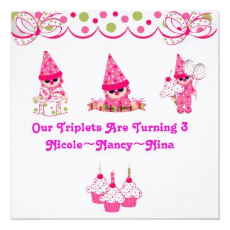 De drietallen draaien Verjaardag Drie uitnodigt 13,3x13,3 Vierkante Uitnodiging Kaart