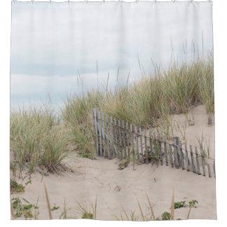 De duinen van het zand en strandomheining douchegordijn