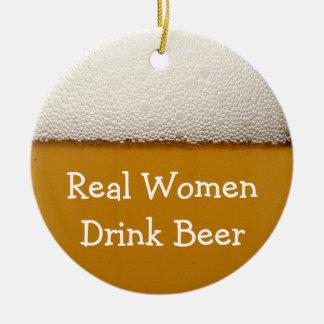 De echte Vrouwen drink Bier Rond Keramisch Ornament