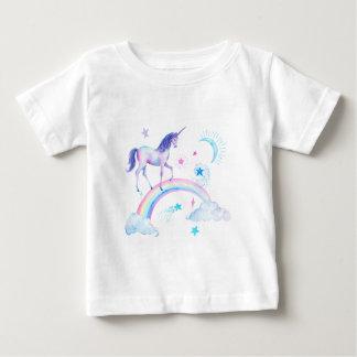 De eenhoorn van de waterverf over de regenboog baby t shirts
