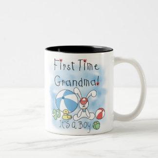 De eerste Jongen van het Baby van de Oma van de Tweekleurige Koffiemok