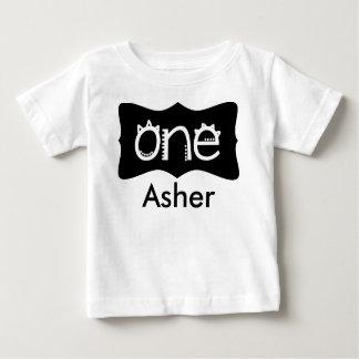De eerste T-shirt van de Verjaardag