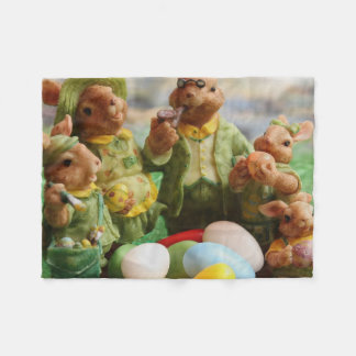 De familie en de eieren van het Konijn van de Fleece Deken