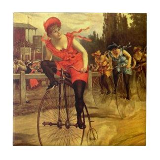 De fietsras van de Fiets van de Antiek Vrouwen van Tegeltje
