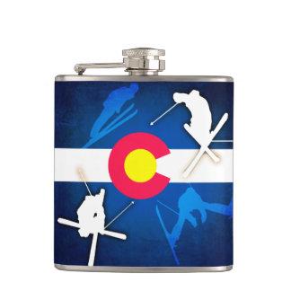 De fles van de de vlag grunge skiër van Colorado Heupfles