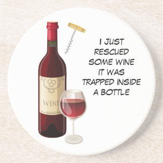 De fles van de wijn en glasillustratie zandsteen onderzetter