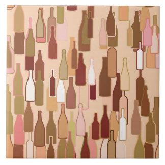 De flessen van de wijn, aardekleuren, lichte tegeltje