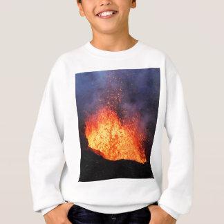 De fontein van hete lava barst van kratervulkaan trui