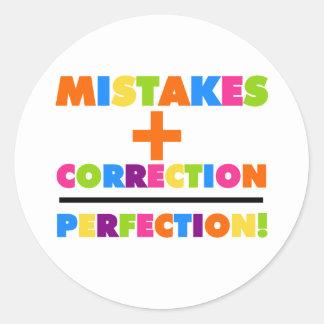 De fouten plus Correctie evenaart Perfectie Ronde Sticker