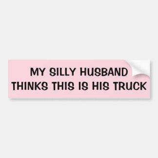 De gekke Echtgenoot denkt dit Zijn Vrachtwagen is Bumpersticker