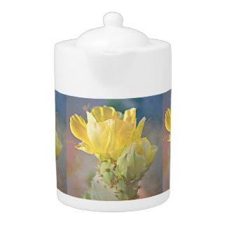 De gele Cactus bloeit de Pot van de Thee