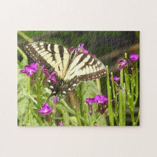De gele Roze Bloemen van de Vlinder Swallowtail Puzzel