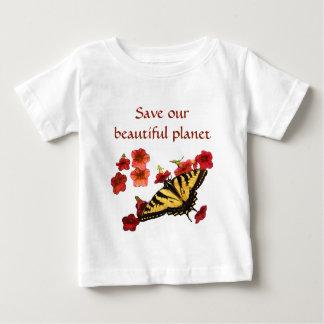 De gele Vlinder op Rode Bloemen bewaart Onze Baby T Shirts