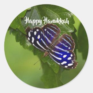 De gelukkige blauwe en witte vlinder van de ronde sticker