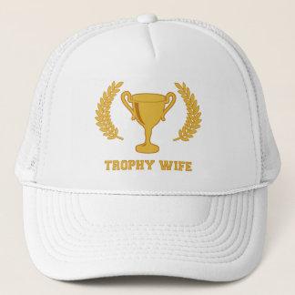 De gelukkige Gouden Vrouw van de Trofee Trucker Pet