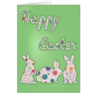 De gelukkige kaart van Pasen met drie konijnen