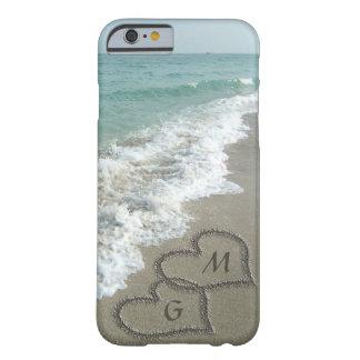 De gepersonaliseerde Harten van het Zand op het Barely There iPhone 6 Hoesje