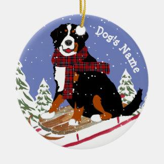 De gepersonaliseerde Hond Sledding van MT van Rond Keramisch Ornament