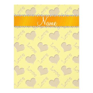 De gepersonaliseerde liefde van naam gouden gele folders