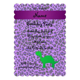 De gepersonaliseerde paarse luipaard van naamDino Persoonlijke Uitnodigingen